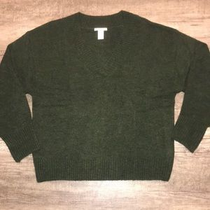 NWOT H&M Forest green v-neck sweater